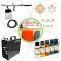 """Kit de aerograf&iacute;a avanzado para manualidades y restauraci&oacute;n de muebles compuesto de<br /> <ul> <li>Aer&oacute;grafo Elite E4182</li> <li>Compresor Elite ES890C</li> <li>Manguera con 2 conexiones 1/8 hembra</li> <li>3 plantillas para decoraci&oacute;n de <a href=""""http://www.todostencil.com"""" target=""""_blank"""">TODO STENCIL</a></li> <li>Pintura acr&iacute;lica Vallejo Premium kit 5 colores 62101</li> </ul>"""